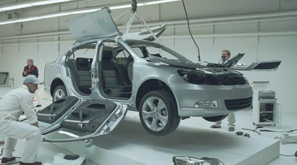 Ein Skoda Octavia wird auf links gedreht