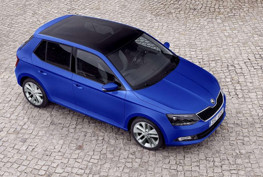 Der neue ŠKODA Fabia debütiert in Paris: Für angenehme Lichtverhältnisse im Auto sorgt das neue, optional für beide Karosserie-Varianten erhältliche Panorama-Glasdach.