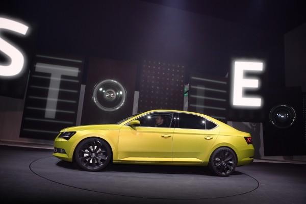 150302 Nova SKODA Superb - Vystoupeni plne emoci na Volkswagen Group Night v Zeneve (2)